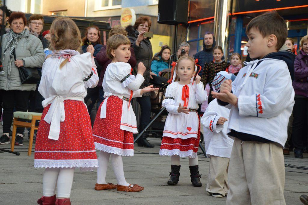ľudové tance deti hopkanie