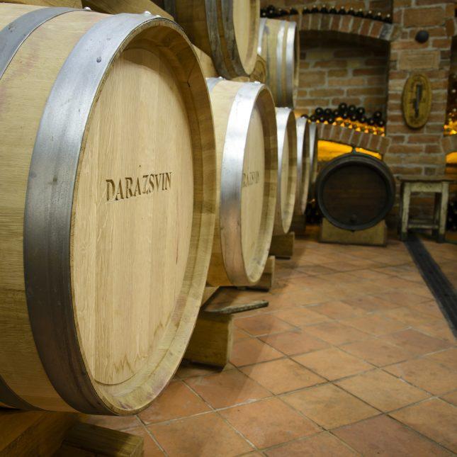 vinárstvo-darazsvin-sudy-pivnica