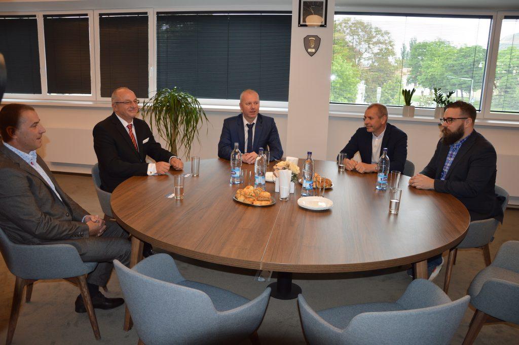 rokovania o plavárni v Šali
