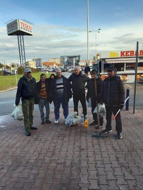 bezdomovci pomáhajú