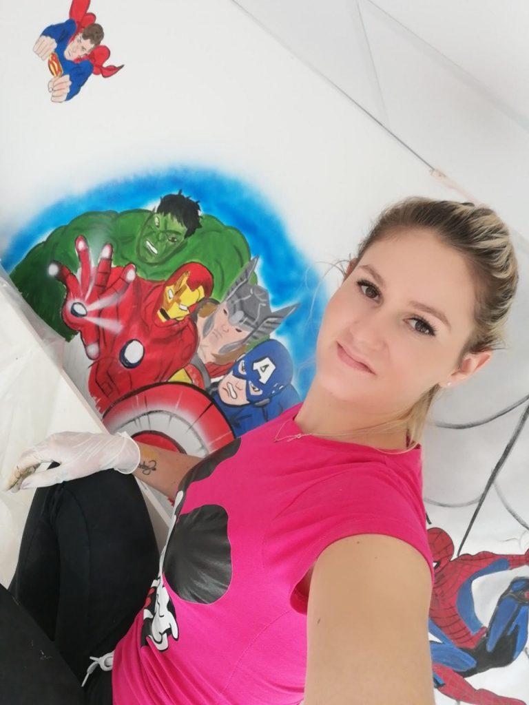 erika krkošová maľovala steny podnikov v Šali