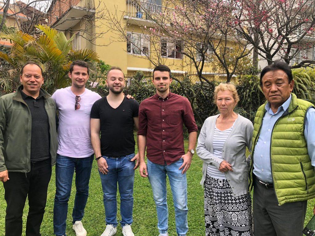 s kolegami diplomatmi v indii na obede